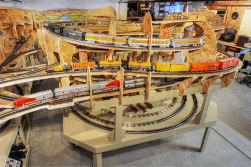 Create your own model railroad display